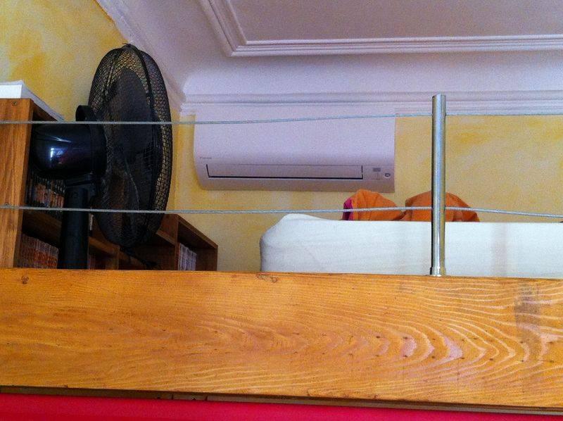 installation d 39 une climatisation r versible daikin pour plusieurs pi ces d 39 un appartement. Black Bedroom Furniture Sets. Home Design Ideas